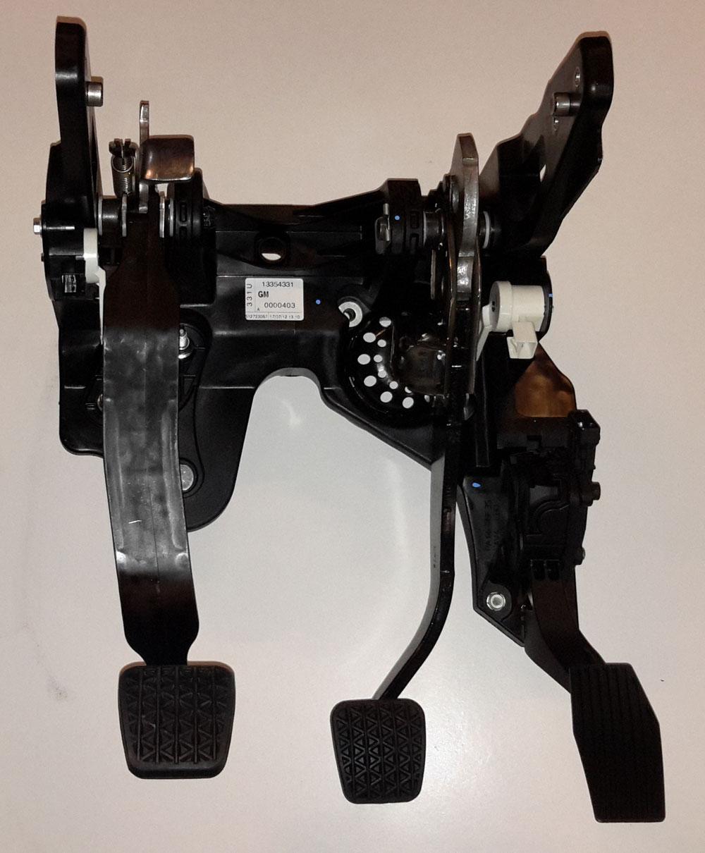 original opel pedalerie pedal bremse kupplung gas pedaleinheit astra j 13331936 ebay. Black Bedroom Furniture Sets. Home Design Ideas